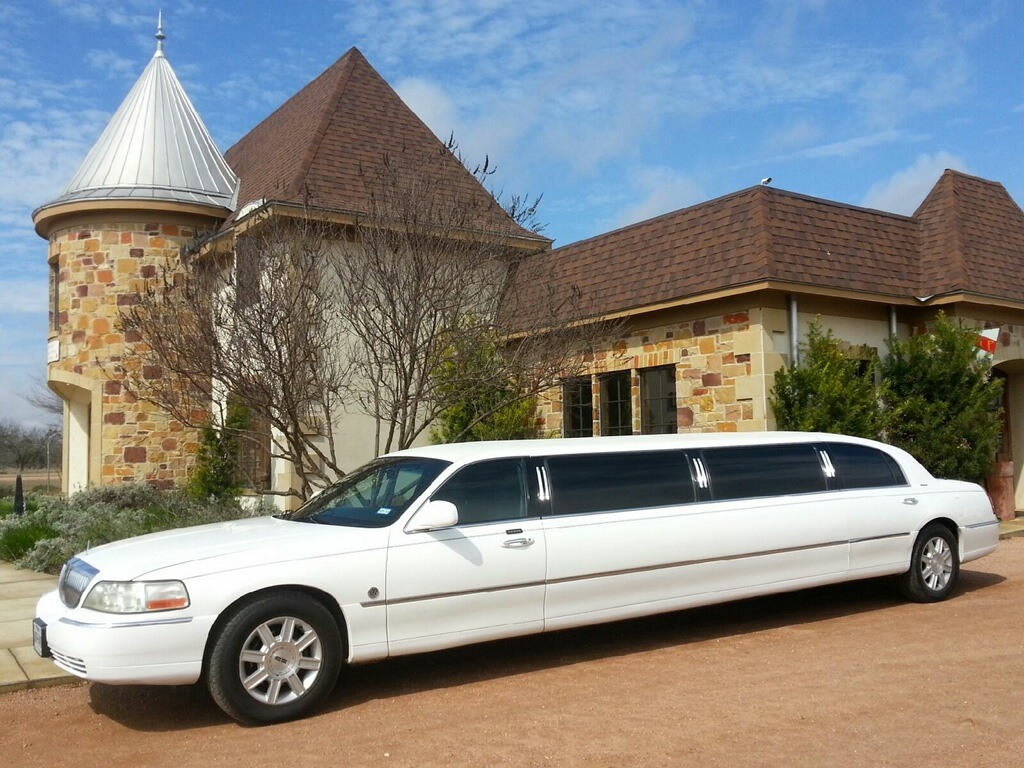 Creekstreet Wine Tours offers custom limo or van wine tasting & winery visits